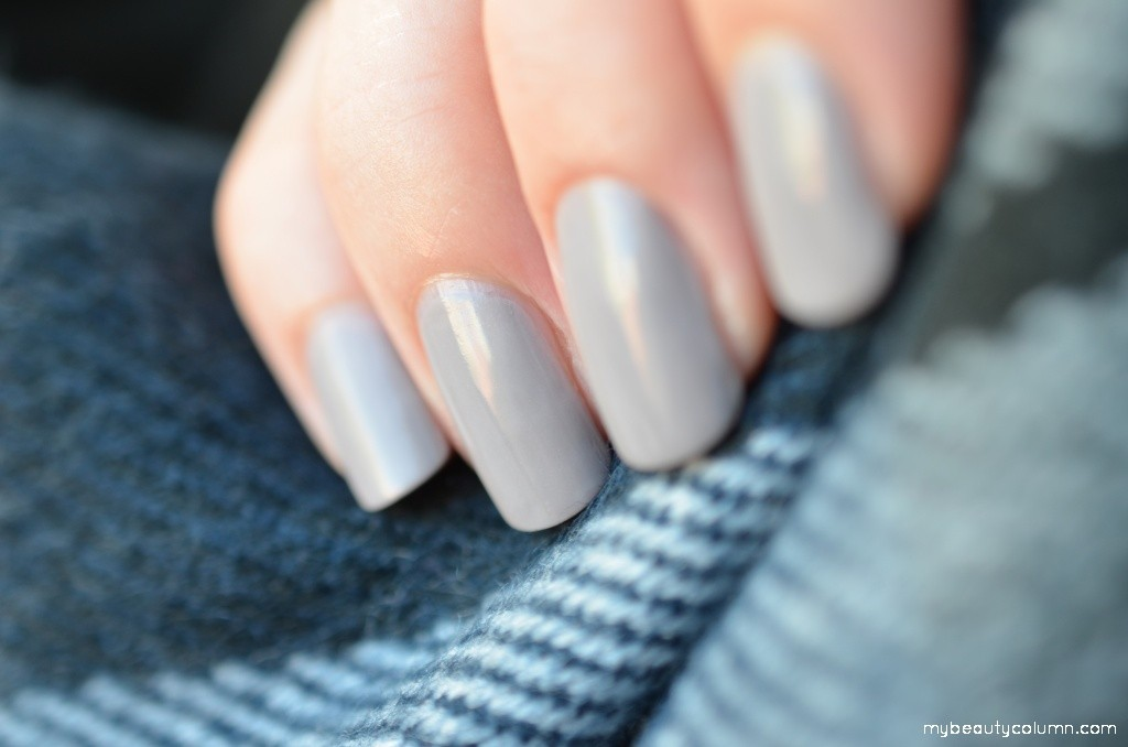 Gray nails: Essie Master Plan swatch