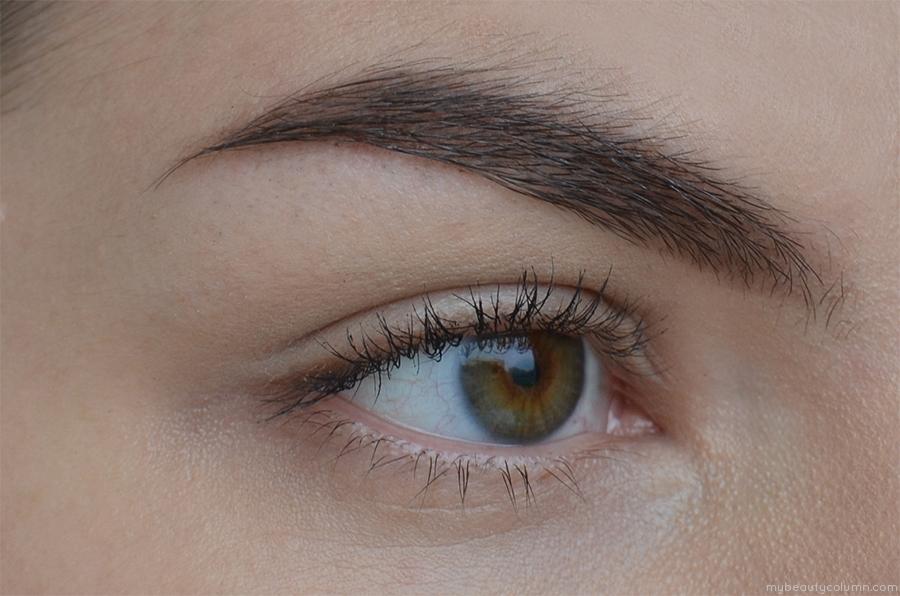 Artdeco Clear Gel & Eyeshadow 520 on brows swatch