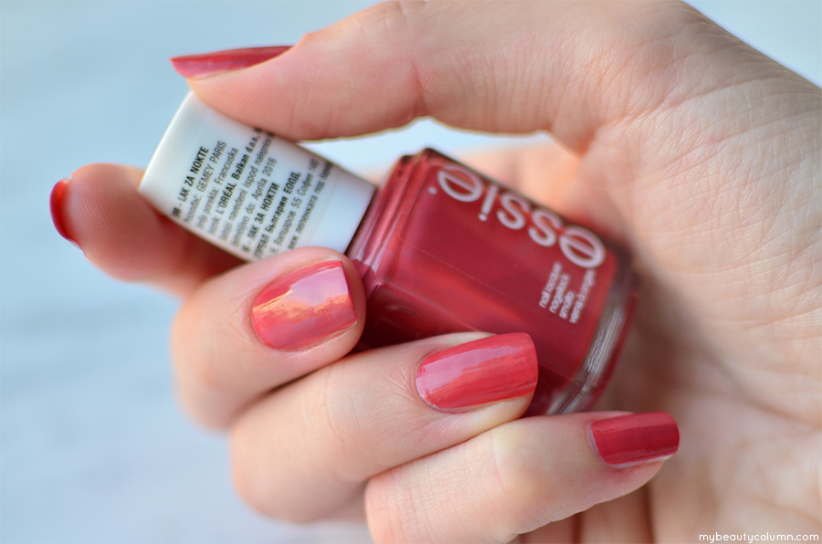 Essie In Stitches Nailpolish Review & Swatches